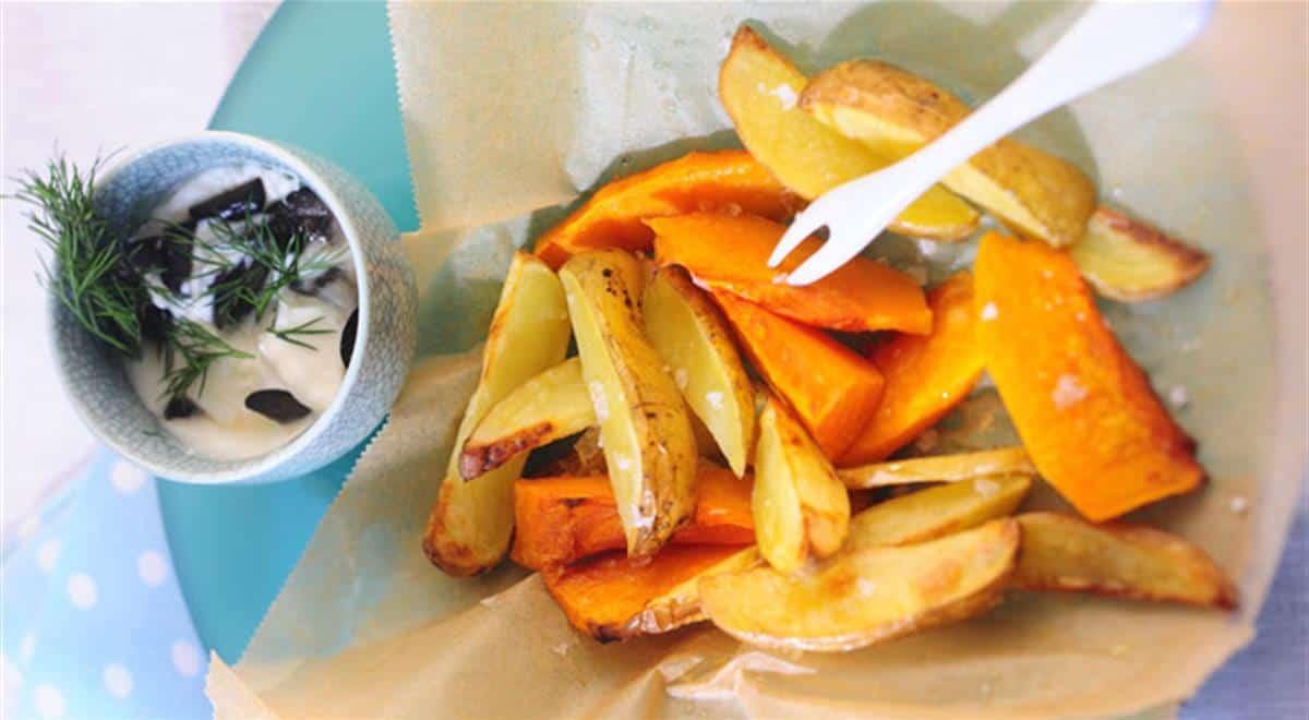 Dovleac copt, cu cartofi prăjiți și sos de măsline