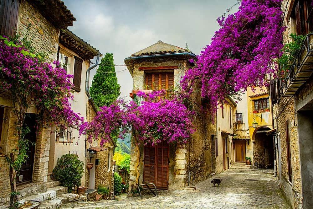 Aerul pitoresc al sătucurilor din Provence
