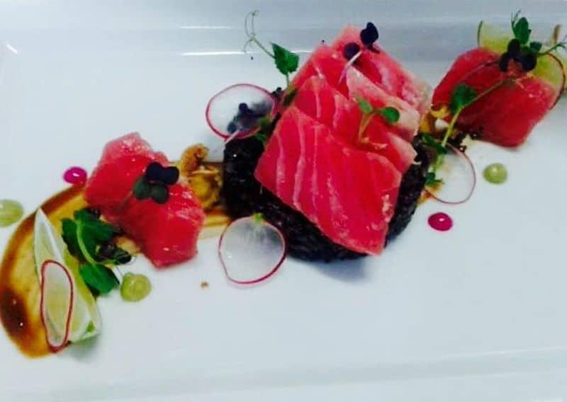 Ton roșu Asia - Orez basmati cu cerneală de sepie, sos teriyaki, wassabi și scalii de ghimbir