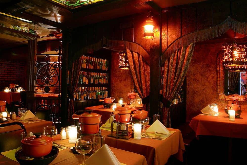 Geja's Café, în Chicago Top 10 cele mai romantice restaurante din lume Top 10 cele mai romantice restaurante din lume Geja   s Caf