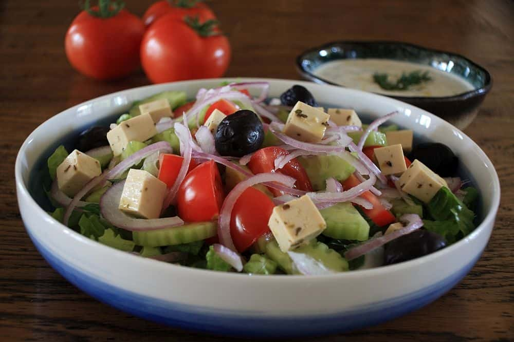 Salata grecească. Foto: vegfusion.org