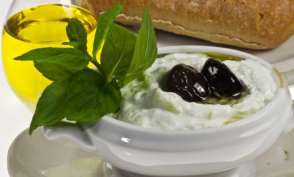 Celebrul tzatziki, poate unul dintre cele mai cunoscute preparate grecești