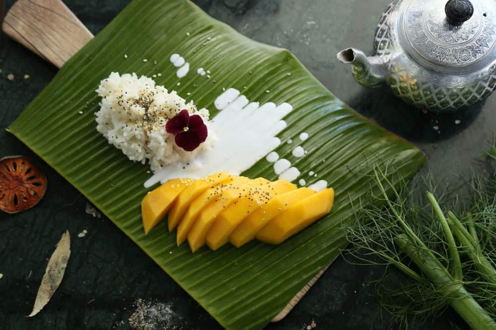 mâncare thailandeză mango sticky rice